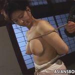 【ひとずま熟女SM動画】豊満な五十路の「田中亜矢子」がおばさん縄師に縛られておまんこ丸見えの逆さ吊りw