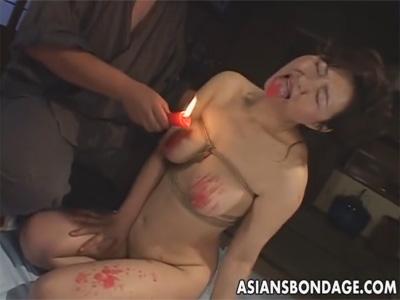 【ひとずま熟女SM動画】緊縛された五十路おばさんがビンビン乳首や舌に蝋燭を垂らして悶絶w