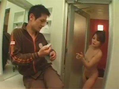 【ひとずま熟女フェラチオ動画】三十路ママの脱ぎたてパンツでオナニーしていた息子のチンポをしゃぶるお母さんw