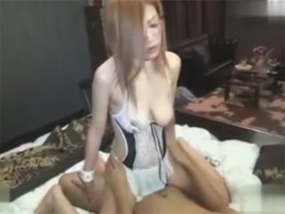【ひとずま熟女セックス動画】エロい下着のパイパンのギャルママに中出ししおまんこから垂れる精液を撮影w