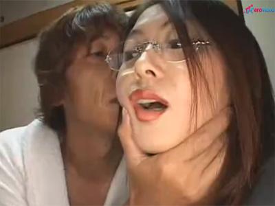 【ひとずま熟女セックス動画】アダルトグッズの訪問販売員のメガネ美熟女がアナルに生ハメされて直腸に中出しw