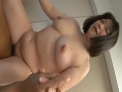 【ひとずま熟女セックス動画】ナンパしたらホイホイ付いてきたぽっこり段腹の四十路のデブおばさんの膣に中出しw