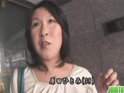 【ひとずま熟女セックス動画】10年以上セックスレスの39歳のデブおばさんがナンパされスゴイ腰振りで性欲発散w