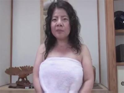 【ひとずま熟女無修正動画】醜い顔の中年ババアに手淫させた後に手マンやバイブで熟れたおまんこを激責めw