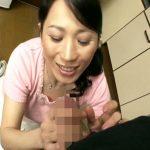 【ひとずま熟女AV女優動画】「北原夏美」が寮住まいの息子をアポなし訪問し手コキで金玉から精液をヌクw