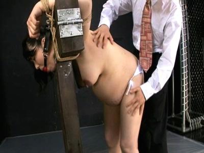 【ひとずま熟女AV女優動画】ボテ腹妊婦「在佳亜矢」をSM調教…バイブとローソクで責められてマジ叫びw