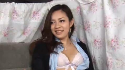 【ひとずま熟女無料動画】ゴージャス系セレブ妻は電マがお好き?潮吹きするほど乱れて最後は膣内射精 Pornhub