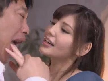 【ひとずま熟女無料動画】口元のほくろがエロすぎお色気妻の艶あり濃厚セックス&顔射プレイ