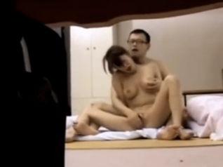 【ひとずま熟女無料動画】マンション管理人が気になる美熟女のSEXが見たくて盗撮を依頼www