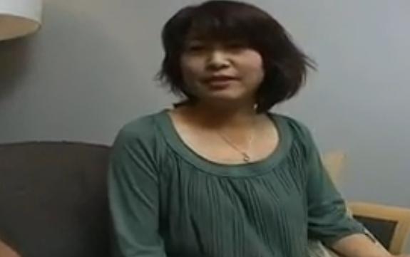 【ひとずま熟女無料動画】「生で挿れて・・・」ナンパした五十路人妻が若い男根に我慢できなくなり・・・