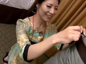 【ひとずま熟女無料動画】スケベオーラが半端ない美魔女が嬉しそうにチXポを貪りマ●コに生挿入射精!!!