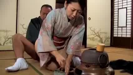 【ひとずま熟女無料動画】茶道の師匠との浮気SEXに溺れる四十路京都妻が生おちんぽで絶頂どすえ~