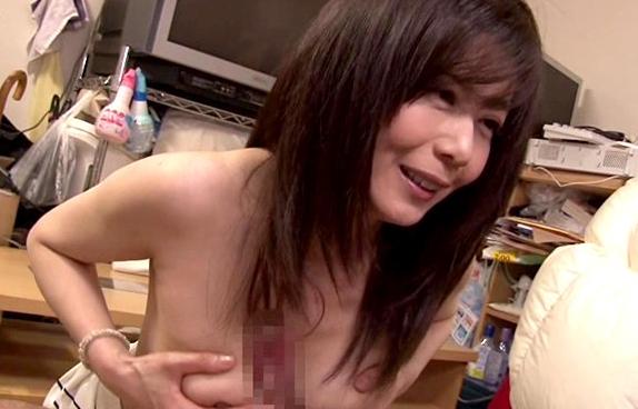 【ひとずま熟女無料動画】「貴方の願望を満たします」熟女のシロウトお宅訪問