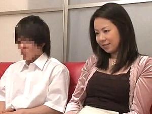 【ひとずま熟女無料動画】親子でエッチ映像を見てもらったら・・・ムラムラして合体してしまう母子wwww