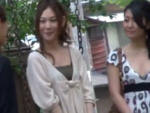 【ひとずま熟女無料動画】上品な感じの奥様を口説き落としてハメ撮り!勢い余って種付け!