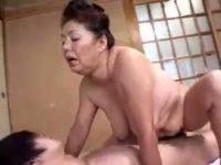 【ひとずま熟女無料動画】閲覧注意!後期高齢熟女(68歳)が10代の肉棒に目を輝かせ閉経マンコで精子搾り取りSEX!