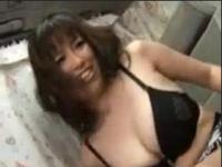 【ひとずま熟女無料動画】「おかしくなっちゃう~」ムチムチ五十路奥様電マでぐちょぐちょなので無許可で種付け