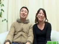 【ひとずま熟女フェラチオ動画】四十路の素人妻がチンポだけで旦那を当てるゲームに参加した結果…w