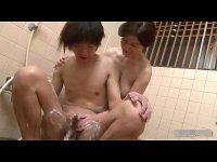 【ひとずま熟女無料動画】六十路の母と共に入浴するマザコン息子がビンビンに怒張した肉棒を尺八奉仕してもらい・・・